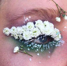 Terrarium Eyes, le make up qui couvre les yeux de fleurs et affole la toile