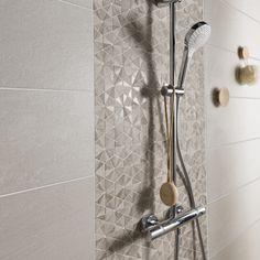 Adapté à la douche:Oui sol et mur Epaisseur (en . Trendy Bathroom, Remodel, Bathroom Shower Tile, Bathroom Wall Decor, Bathroom, Beige Bathroom, Small Remodel, Bathroom Shower, Bathrooms Remodel