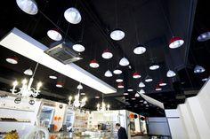 Ideas de #Decoracion de #Cafeteria, #Bar, estilo #Eclectico diseñado por Un Dos Trexa Interiorismo Decorador con #Doble altura #Lamparas #Iluminacion #Taburetes  #CajonDeIdeas http://planreforma.com/es/