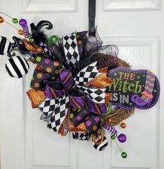 Halloween Front Door Decorations, Halloween Witch Wreath, Autumn Wreaths For Front Door, Halloween Ribbon, Halloween Signs, Door Wreaths, How To Make Wreaths, How To Make Bows, Halloween Supplies