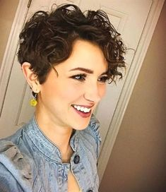 Curly pixie cuts are the way, the truth, and the life. #ShortCurlyHairstyles
