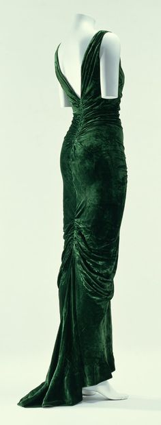 Edward Molyneux dress - 1935 - Green velvet one-piece dress; bias cut - ©The Kyoto Costume Institute - Photo by Takashi Hatakeyama - @~ Mlle