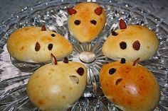 Mäusebrötchen Mice bun – I used to take the nursery and the school on my birthdays for the other kids Home Meals, Kids Meals, Lacto Vegetarian Diet, Different Vegetables, Christmas Snacks, Homemade Baby Foods, After School Snacks, How To Make Salad, Group Meals