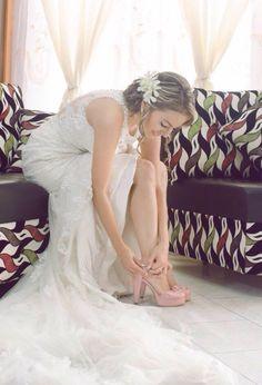 www.amakashoes.com El día de tu boda lo recordarás siempre como uno de los más especiales de tu vida.  M ❤️D 05/08/2017 #zapatosdenovia #weddingshoes #zapatosdeboda #novia #zapatospersonalizados #matrimonios #boda #calzado #zapatosnovia #miboda #wedding #brides