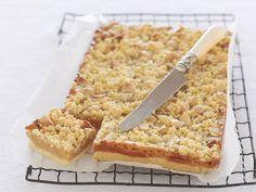 Macadamia-Kuchen mit Karamell | Zeit: 1 Std. | http://eatsmarter.de/rezepte/macadamia-kuchen-mit-karamell