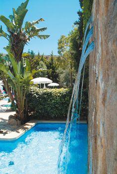 Cascada de la piscina del hotel #h10playasdemallorca #playasdemallorca #h10 #h10hotels
