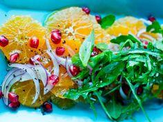 Klementin- og rødløksalat Arugula Salad, New Menu, Seaweed Salad, Avocado Toast, Onion, Vegan, Vegetables, Breakfast, Ethnic Recipes