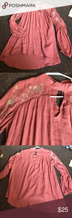 Embroidered tunic A cute embroidered tunic. A Mauve color. Oversized fit and a tunic length Buckle Tops Tunics
