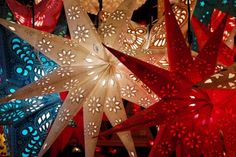 70 Christmas Paper Star Decorations Ideas That Will Char You - Gravetics Christmas Star, Christmas Paper, Christmas Is Coming, Christmas Carol, Christmas Presents, Christmas Lights, Christmas Crafts, Christmas Ideas, Christmas Ornaments