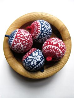 Knitted Christmas Ornaments > Balls Up ! Nordic Designs -Free pattern by G H… – Christmas Crochet Knitted Christmas Decorations, Knit Christmas Ornaments, Noel Christmas, Handmade Christmas, Christmas Crafts, Ball Ornaments, Christmas Knitting Patterns, Fair Isle Knitting, Yarn Crafts