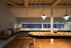 インテリア / ベーカリー / 古民家改装 / ヴィンテージランプ interior / bakery / shop and kitchen space transformed into an old house in Japan / vintage lamps up on the rounded counter table / parquet floor tile / Kaiti blue