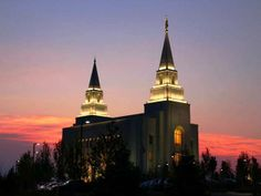 This is the Kansas City Temple.  It's where I want to be married to my future spouse for time and all eternity :)