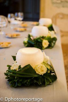 Fotofore (boule in cera) con fiori per i tavoli..... Erano destinate ai tavoli fuori ma la pioggia ci ha fatto cambiare i programmi