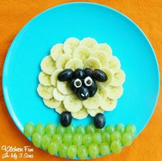 The silly and playful sheep fruit snack is a great way to create food art for kids . - The silly and playful sheep fruit snack is a great way to create food art for kids … – - Cute Snacks, Cute Food, Good Food, Funny Food, Kid Snacks, Lunch Snacks, Healthy Fruit Snacks, Healthy Foods, Healthy Desserts For Kids