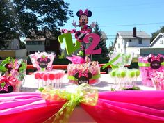 Candy buffet at a Minnie Mouse Party #minniemouse #party