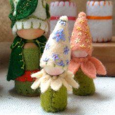 Mini Flower Petal Elf in Peachy Coral Waldorf por paintingpixie