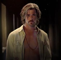 Chris Hemsworth as Billy Lee in Bad Times at the El Royale. Chris Hemsworth Thor, Beautiful Boys, Gorgeous Men, Snowwhite And The Huntsman, Hemsworth Brothers, The Mighty Thor, Marvel Actors, People Magazine, Bad Timing