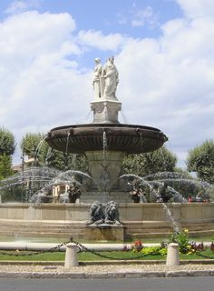the big and beautiful Fontaine de la Rotonde, Aix-en- Provence - I just love this place  :)