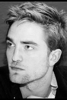 Robert Pattinson 's sexy soft stubble
