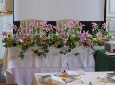 シェ松尾天王洲倶楽部様の装花 梅雨のころ ユリのスイートメモリーとカンパニュラ : 一会 ウエディングの花