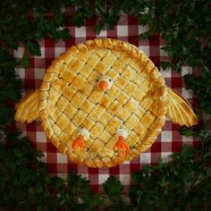Chicken pot pie with carrot carved beak and feet by Christine McConnell Pastel Art, Christine Mcconnell, Pie Crust Designs, Pies Art, Le Diner, Pot Pie, Confectionery, Cookie Monster, Monster Cakes