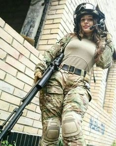 Chlomidiosis - girls´n guns - Women in Uniform Mädchen In Uniform, Female Army Soldier, Military Women, Idf Women, Military Girl, Girls Uniforms, Special Forces, Guns, Beautiful Women
