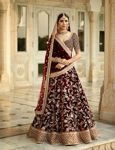 Are you Looking for Buy Indian Lehenga Choli Online Shopping ? We have Largest & latest Collection of Designer Indian Lehenga Choli which is available now at Best Discounted Prices. Indian Bridal Outfits, Indian Bridal Wear, Pakistani Bridal, Indian Dresses, Bridal Dresses, Indian Bridal Party, Designer Bridal Lehenga, Bridal Lehenga Choli, Sabyasachi Lehengas