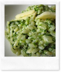 Risotto aux épinards et champignons Veggie Recipes, Pasta Recipes, Vegetarian Recipes, Cooking Recipes, Healthy Recipes, Spinach Stuffed Mushrooms, Italian Recipes, Food Inspiration, Jamie Oliver