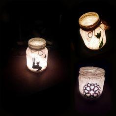 Mécsestartók befőttesüvegekből. (Befőttesüveg, színes papír, ragasztó, zsebkendő, tempera, madzag)