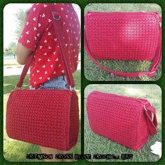 Crochet Cross Body Bag Pattern : Crocheted purse on Pinterest Crochet Purses, Crochet Purse Patterns ...