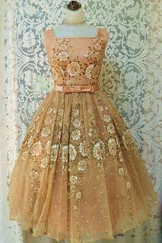 chiffon vintage dress/What a cute dress..so fab...love it!
