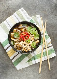 A comforting Vietnamese soup with a flavorful broth that's perfect for cold autumn days. Soup Recipes, Vegetarian Recipes, Cooking Recipes, Healthy Recipes, Healthy Meals, Delicious Meals, Vegetarian Cooking, Healthy Dishes, What's Cooking