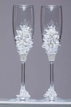 Silver wedding flutes snowflake Winter wedding glasses Champagne flutes snowflake Glasses silver winter collection Toasting glasses set of 2   For these glasses color: silver All completely handmade! MEASUREMENTS: -Champagne flutes : Height - 9.2 inch (23.5 cm). Volume – 170ml (6.1 oz)  Custom champagne glasses may be created to fit your needs. Your unique wedding colors can be used for this design. Names and date may be painted to customize to your occasion. Customizations are included in…