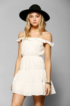 Staring At Stars Off-The-Shoulder Ruffle-Top Dress - Urban Outfitters Ruffle Top, Ruffle Dress, Off The Shoulder, Cold Shoulder Dress, Rocker Look, Urban Dresses, Victoria Secret Fashion Show, Urban Outfitters Dress, Fashion Photo