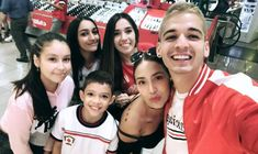 Legada y Luisa Fernanda W y fans. Photos Tumblr, Youtubers, Photo And Video, Instagram, Rest In Peace, Bullets, Celebrity Photos, Celebs, Artists