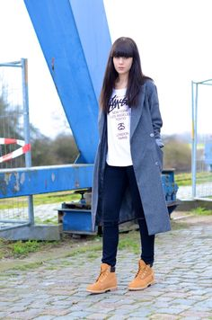 look long grey coat timberland classic boots