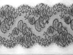 Ruban de dentelle de Calais noir #tissu #couture #fashion