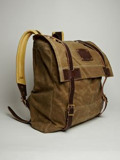 Woolrich Mens Waxed Canvas Vintage Canoe Pack in khaki green
