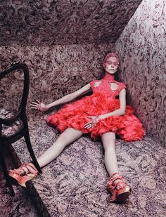 Vogue Paris 2012 - Alexander McQueen by Photographer David Sims Vogue Paris, Fashion Week, Fashion Art, High Fashion, Fashion Design, Fashion Shoot, Timeless Fashion, Daily Fashion, Trendy Fashion