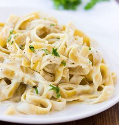 Cauliflower Alfredo Sauce (Can be made dairy and gluten free) Egg Free Recipes, Easy Pasta Recipes, No Dairy Recipes, Gluten Free Recipes, Vegan Recipes, Cooking Recipes, Alfredo Sauce, Fettuccine Alfredo, Dinner Entrees
