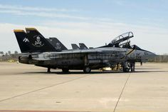 Fighter Aircraft, Fighter Jets, Fun Fly, F14 Tomcat, Jolly Roger, Us Navy, Military Aircraft, Scale Models, Air Force