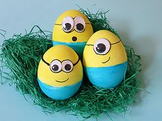Ostereier bemalen - Minions - DIY Anleitung :-)Ostereier bemalen - Minions - DIY Anleitung :-)Frohe Ostern Ostern eggs grandma gift easter decoration christian gift for mom grandparent gift hostess gift easter gift mothers Easter Egg Crafts, Easter Gift, Minion Easter Eggs, Minions Diy, Easter Paintings, Easter Wallpaper, Easter Egg Designs, Easter Activities, Egg Decorating
