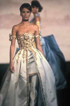 goals Marie Antoinette Christy Turlington - Discover Vintage Clothing & Accessories from Vintage Fashion Specialists Collectif & Be Inspired By All Things Vintage! Look Fashion, 90s Fashion, Couture Fashion, Runway Fashion, High Fashion, Fashion Models, Fashion Show, Vintage Fashion, Fashion Outfits