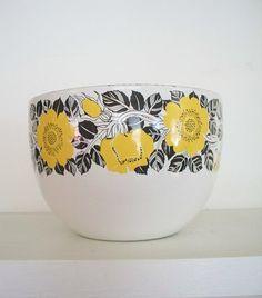 an even prettier Kaj Franck bowl (so of course it's even harder to find).
