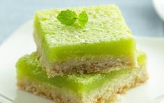 Mojito Bars by Betty Crocker Looking for a homemade dessert using Gold Medal® flour? Then try this mouth-watering mojito bar. Just Desserts, Dessert Recipes, Rum Recipes, Recipes Dinner, Cheesecake Recipes, Cocktail Recipes, Cocktails, Healthy Recipes, Sopapilla Cheesecake
