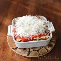 A classic lasagna recipe! This mini lasagna is made with just 2 lasagna noodles and layered with meat, cheese, and sauce. Baked in a small baking dish, this lasagna is the perfect amount to serve one or two people.   One Dish Kitchen Classic Lasagna Recipe, Best Lasagna Recipe, Homemade Lasagna, Classic Recipe, Lasagna Recipes, Casserole Recipes, No Noodle Lasagna, Lasagna Noodles, Meat Recipes