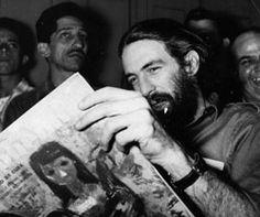 Camilo leyendo un ejemplar de la revista BOHEMIA