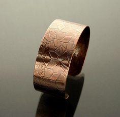 Sylvia White - Galadryl Schmuckdesign auf KUSELVER, Handgefertigte Armspange aus Kupfer mit geometrischen Design