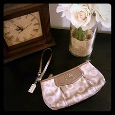 Coach Clutch *Authentic* Cute nude colored Authentic Coach Clutch I love this purse but don't use this one anymore so it needs a better home ladies! Coach Bags Clutches & Wristlets