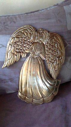 Angel en madera y repujado en aluminio